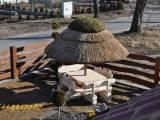 meble ogrodowe huśtawki,parasole pod strzechą,stoły ławki